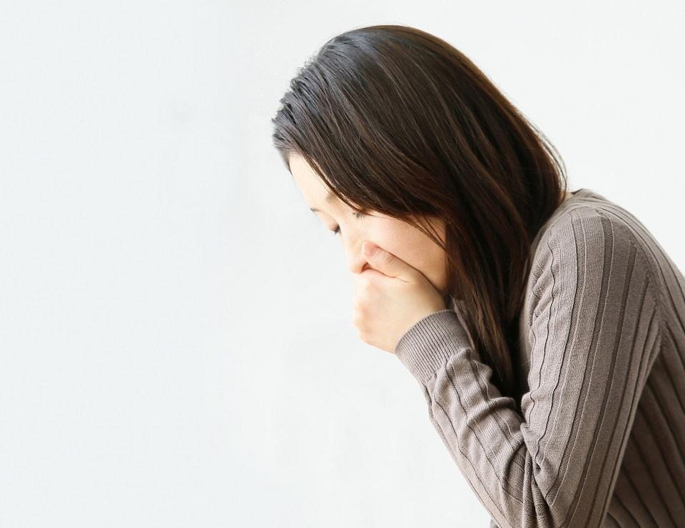 肩こりがひどすぎて気分が悪いときの吐き気の原因と解消法