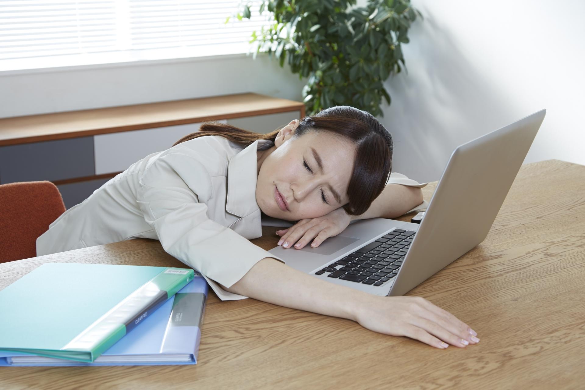 とにかく体がだるい…副腎疲労症候群の症状に治療法はある?